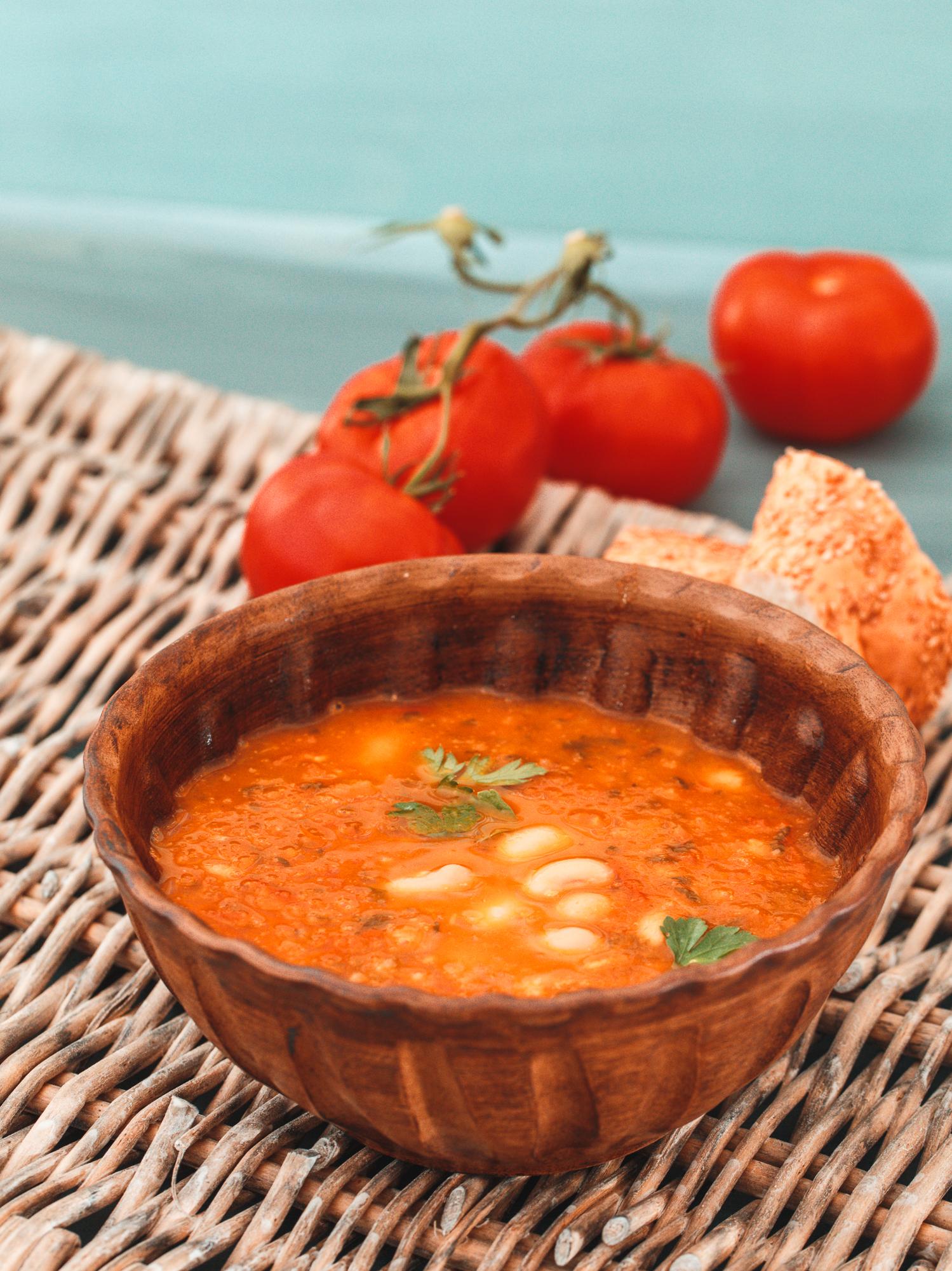 Tomatensuppe mit weißen Bohnen
