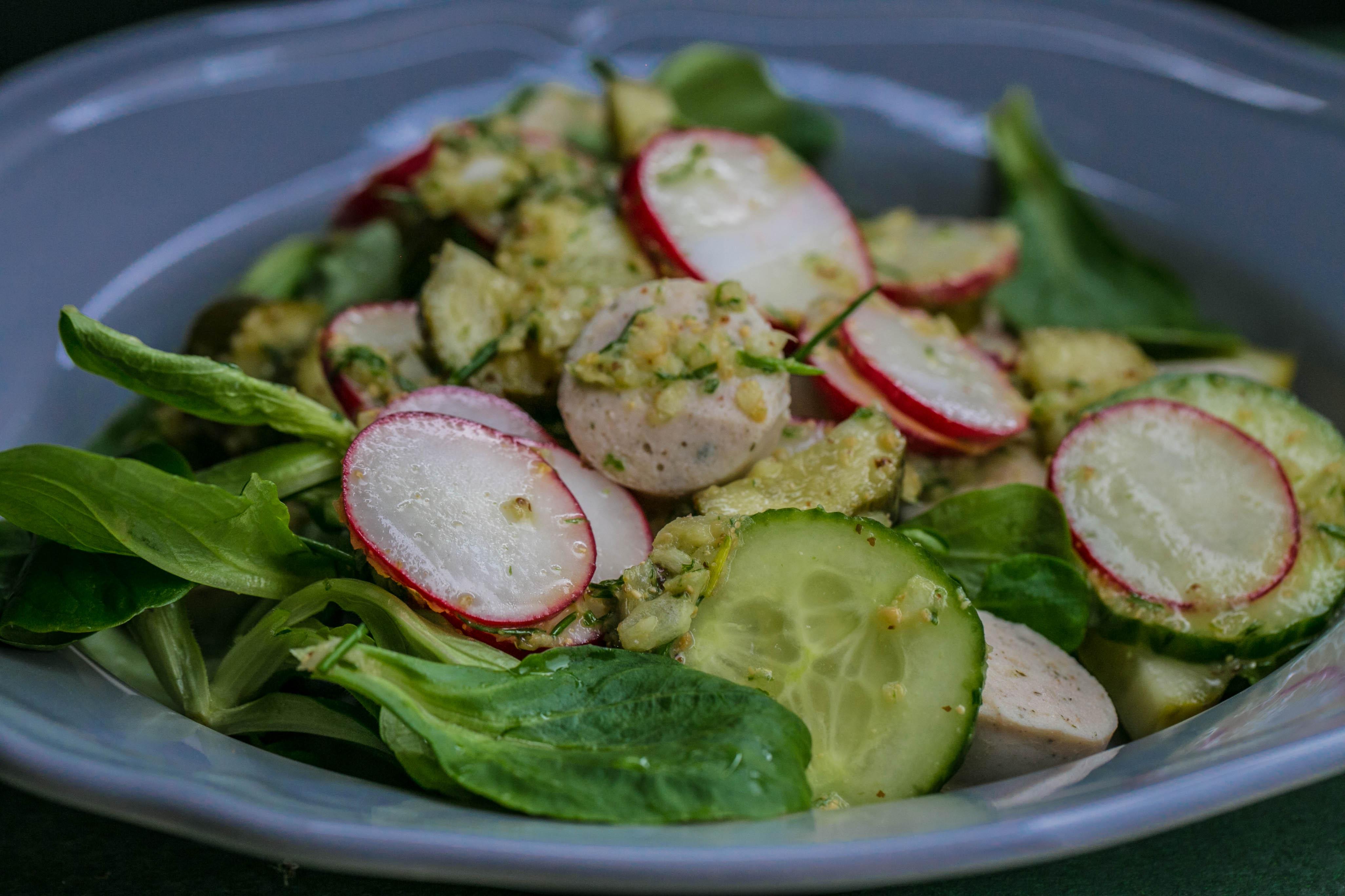 Weißwurst-Salat mit Radieschen und Essig-Öl-Dressing aus dem Thermomix®