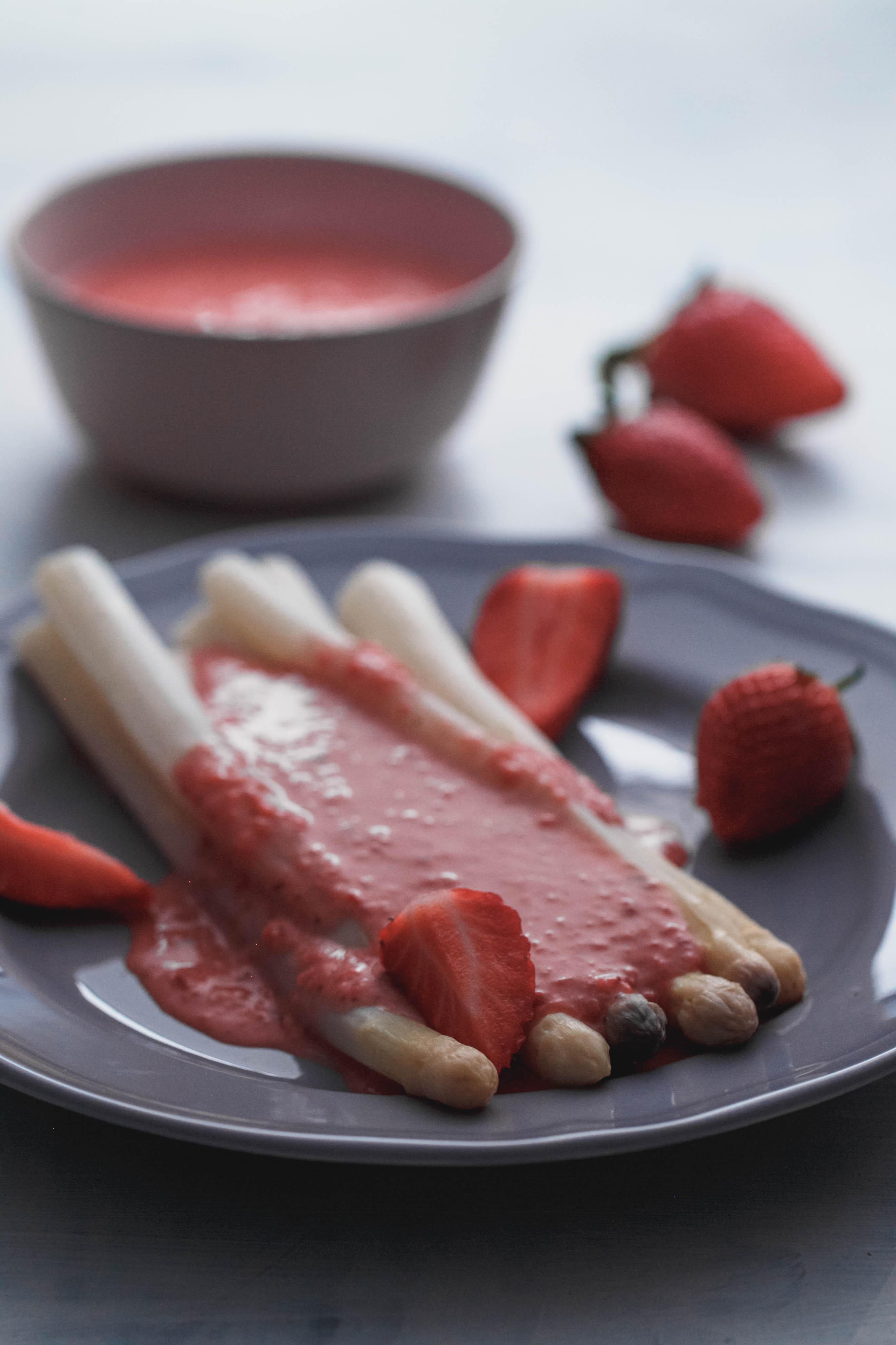 Erdbeer-Sauce zum Spargel